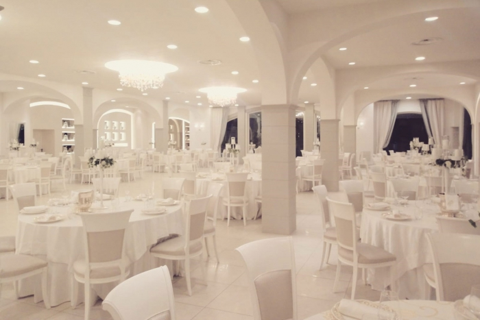 La sala in total white